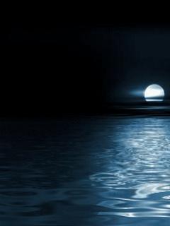 Ночной океанический пейзаж отлично дополнит экран вашего телефона